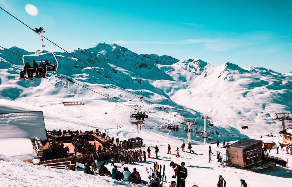 Comment voyager au ski en famille avec un petit budget?