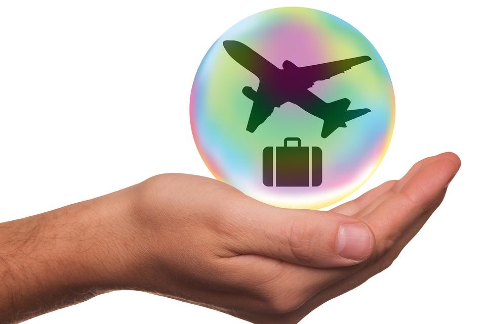 Tourisme et Covid-19: ce qu'il faut savoir sur l' assurance voyage spécifique